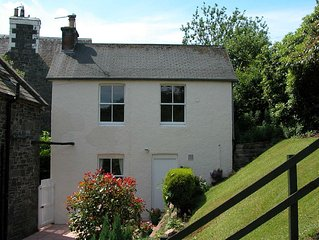 Detached cottage in quiet location just 6 mins walk from Moffat High St.
