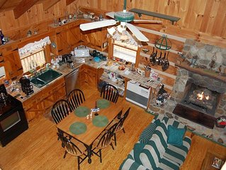Cabin with Rustic Charm- New River, wi-fi, hammock, gas grill, and more