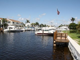 Private waterfront resort close to beach, family friendly, private dock, tiki