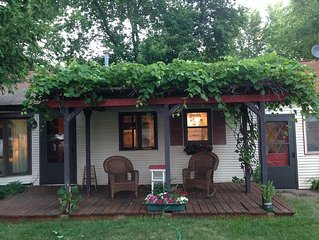 Waterfront Cottage: 2 bedroom, 1.5 bathrooms