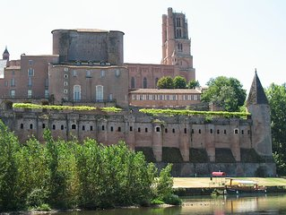 Steps From World Heritage Listed Cathedral And Toulouse-lautrec Museum