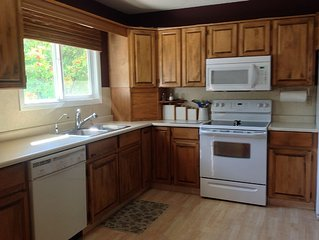 3 bedrooms - Sleeps 6- Minutes to Wood and Kalamalka Lake