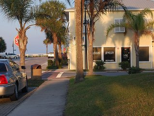 One block from the beach! Central downtown location! Walk to Farmer's market!