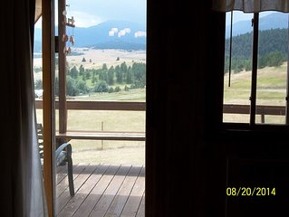 The Moose Cabin Sleeps 6 With Beautiful Views Of The Beartooth Mountains
