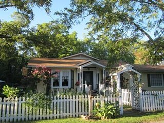 Cottage House Is Within A 10-12 Minute Walk To Historic Down Town Eureka Springs