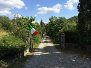 Perfect Tuscan Villa, Chianti Hills, 5 Bedrooms 5 Bathrooms, Private Pool.
