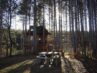 Tree House getaway with swimming Ponds, Hiking, running and MTN Biking Trails.