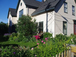 Large Home With Lovely Gardens Short Walk To Main Street STR19-39