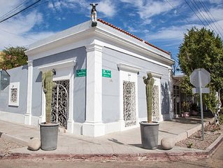 Beautifull renovated historic house. Center of La Paz 1.5 block from the Malecon