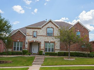 Beautiful Home Away From Home In Dallas Texas, minutes away  from airports.