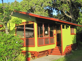 Romantic and Relaxing 1 or 2 Bedroom Kohala Cottage One Mile from Hawi