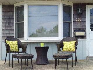 Charming Beach Block Bungalow! DISCOUNTED WEEKLY June Rentals! Book by Apr 1st!