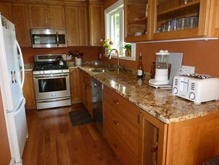 Cozy Condominium with Great Stowe Mountain Resort Location