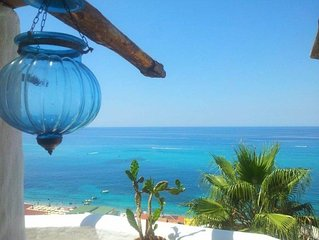 Room with balcony sea view 2min beach accessible - garden and terrace sea view