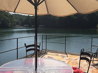 Amazing lakehouse with dock, 3 Levels, Fire pit  & YES plenty of water to boat!