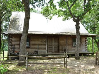 Log Cabin Close To Kyle Field