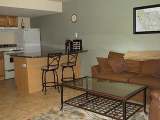 Pilot's Paradise: 1 BR 1 Bth Detached Aviation Community Apt, centrally located.