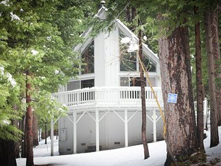 Cozy Cabin in the Pines! 2 bed 2 bath w loft, private court/ Blue Lake Springs!