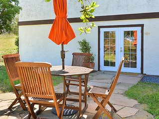 Cerro Pampa Polo Ranch Casita. A lovely 2 bedroom with a Pool in Sonoma County