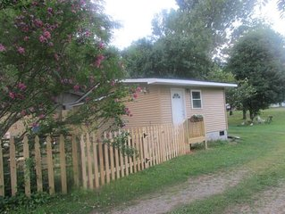 The Shed,Tiny House 12 Miles to Asheville, Dog Friendly, Book Now for Spring Fun
