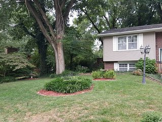 Full House Just Steps Away from Missouri River, Katy Trail, Shopping & More!