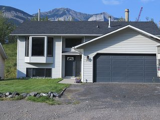 3 Bedroom House In The Beautiful Rocky Mountains!