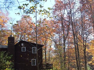 Private 3/2 cabin nestled between a pond and surrounding mountains