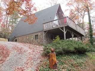 Private Mountain Retreat 3 BR, 2 1/2 Baths, Hot Tub, 2 Acres* 3000' Near Boone!!