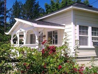 2Br/1Ba Cottage, 5 Min. To Plaza