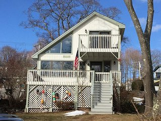 Sun-Drenched Family Friendly Home,  Close To Ferry Landing & Sandy Beach