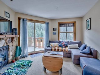 Affordable Ski In/out/hot Tub/ Gorgeous View Of Mountain, Modern And Central!!