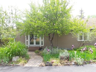 Garden Cottage close to Downtown Ashland