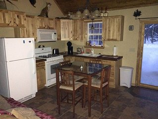 Hunters Hideaway & Secluded Country Cabin for Family Getaways