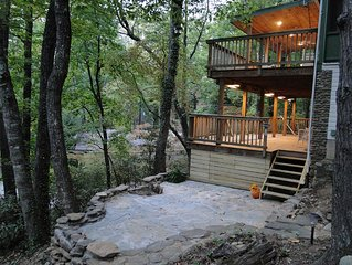 Treetop Treasure  Nestled Into The Blue Ridge Mountains