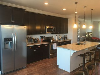Luxury Townhome Close To Downtown
