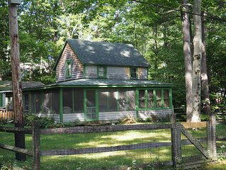 Classic Vermont Cabin On 2.5 Acres With Lake Frontage