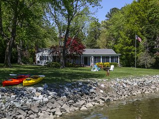 Waterfront Cottage Minutes to Historic District--kayaks, dock and pet friendly!