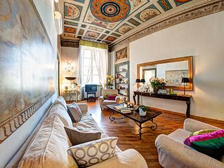 Luxury spacious antique apartment within the walls facing the S. Giovanni church