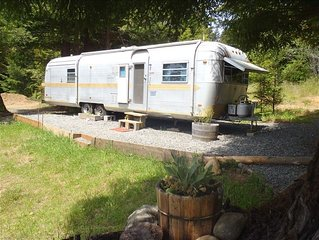 Airstream in the Redwoods, near River and Beaches (with Hot Tub)