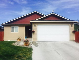 Stylish Home in the Heart of Baker City! Hot Tub, Fenced Yard, Walk to Downtown