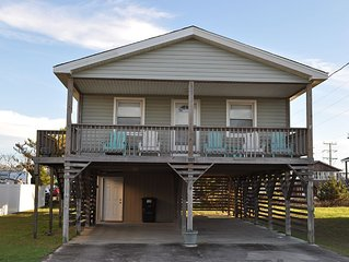 Comfortable 3 BA, 2 B cottage near the beach! Free wifi, Grill, and Bicycles!