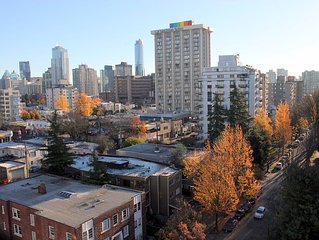 English Bay Beach Studio with Free Parking. Steps To Everything in Downtown