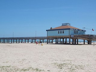 4br/3.5 Bath Minutes From The Beach