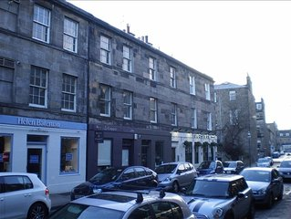 Cosy City Centre Apartment - Two Minutes Walk from Princes St. and George St.