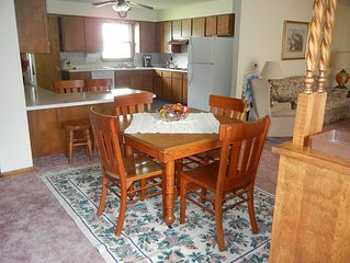 Five Bedroom Fully Furnished Guesthouse in NE Iowa Sleeps 10