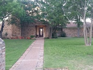 Lovely two story home close to A&M and Blinn College. A family friendly home.