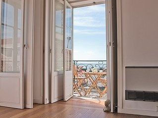 River Views Apartment with Balcony in Chiado