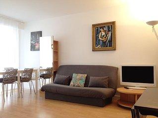 Apartment At Feet Of Eiffel Tower, ICONIC LOCATION, Arrondissement 7, Sleeps 5
