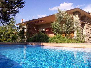 Villa with pool, air conditioning, walking distan