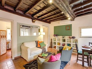 in the alive district of Trastevere, apartment with nice view on St.Maria Church